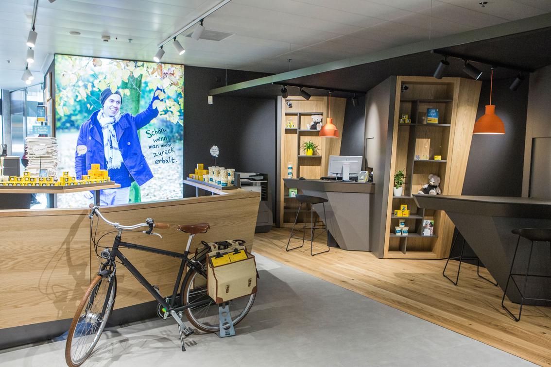 une nouvelle apparence pour les filiales postfinance postfinance. Black Bedroom Furniture Sets. Home Design Ideas